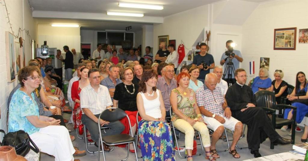Љубитељи писане речи на промоцији у просторијама Српског гласа