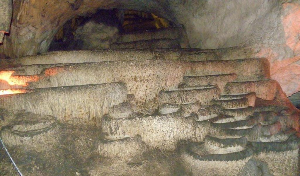 Чувене каде у Радавачкој  пећини